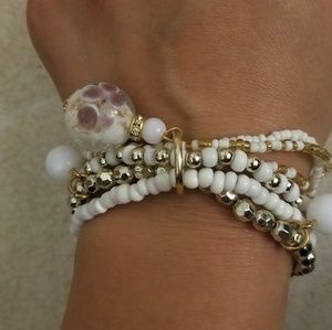 White & gold beaded stretch bracelet with charms